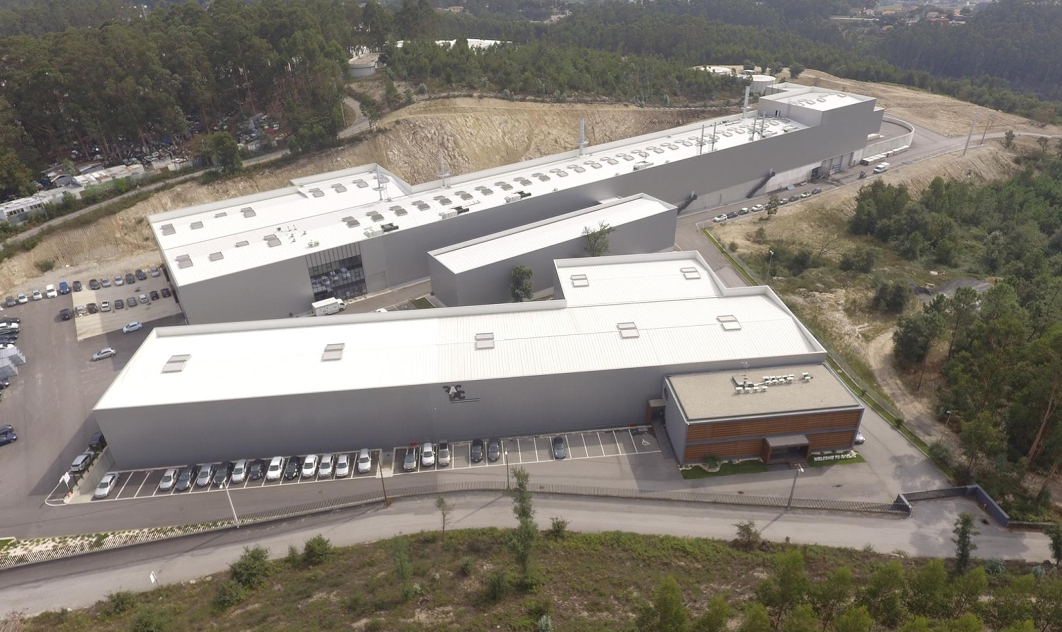 Construção da fábrica da Raclac